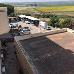 Vista dal balcone, munnizza e cacce di uccelli