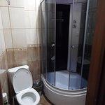 Ванная коната хорошая, душ, туалет, все в номере.