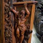 particolare scultura lignea lavabo chiesa di san francesco