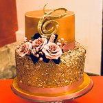 The gold and pink cake exactly as I wanted. Beautiful