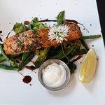 Saumon aux petits légumes verts
