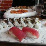 Tuna California Roll (8 pieces + 2 Nigiri)