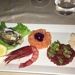 Dal Capitano Fish Lab Restaurant: riso nero con salsa di lamponi e tartare di seppia