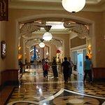 prunkvolle Gänge zur Lobby