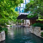 Amigo Free Walking Tours San Antonio will show you the incredible beauty of the River Walk, and