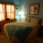 Cottage, King & Queen rooms, kitchen, living room, private patio & pet friendly/