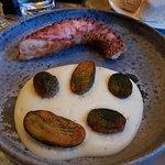 L'octopus pané avec l'émulsion de pomme de terre, un autre délice raffiné et léger