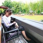 テラス席には、飼い主様用の足湯があり、浸かりながらドッグランを眺める事ができます。