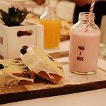 Yogurt de frutilla con budin de arándanos, una combinación espectacular!