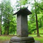 碑石の下は亀形の石を台座としてます