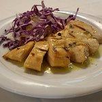 Tagliata di petto di pollo ruspante con insalata di rance, finocchi e cavolo viola