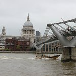 Millenium Bridge dan katedral St Paul