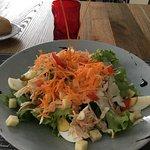 Une salade fraîche et variée.