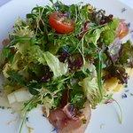 Salat mit Spargeln und Rohschinken