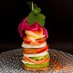 Milhoja de Salmón Noruego ahumado con tomate, aguacate y mozzarella