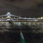 Ponte Széchenyi Lánchíd - Budapeste - vista noturna do Rio Danúbio.