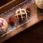 Mini Tartlets Delights - banana tart & puits d'amour