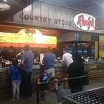 Rudy's Country Store & Bar-B-Q의 사진