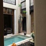 La piccola piscina al centro del Riad