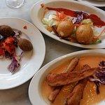 Buñuelos de queso con trigeros, croquetas de espinacas y berenjenas con salmorejo