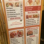 Daftar harga menu di geprek bensu dan foto makananannya. Rasanya standar seperti geprek pada umu