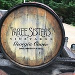 Фотография Three Sisters Vineyards & Winery