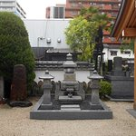 栄姫霊廟の傍にあった墓所(謂れは不明)