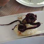 tentacolo del polpo con purè di patate e finocchietto