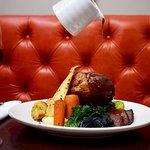 Roast Beef in Red Booth - photo by Bernardo Fernandes