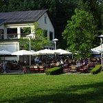 Uferhaus mit Gastgarten