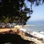 Вид на пляж с высокого берега
