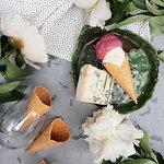 Попробуйте винный сорбет и сливочное мороженое с горгонзолой.