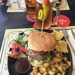 Lika god som alltid. Bästa hamburgaren i Benidorm och så fint upplagt 👍😃. Servicen är den bäst