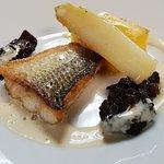 Filet de Féra meunière sur polenta, Asperges blanches rôties, Morilles sautées beurre à la verve
