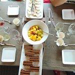 Les fromages/desserts servis sur une pyrogue