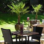 venez profitez d'un repas gourmand sur notre terrasse ombragée