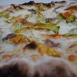 Pizza fiori di zucca e alici