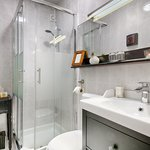 Green Room / bathroom