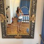 я в зеркале в доме музее Дали