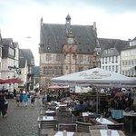 Historisches Rathaus mit Marktplatz