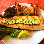 Filetto di Trota salmonata con patate al forno