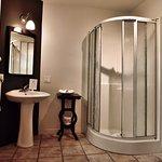 pavillon, chambre avec salle de bain douche