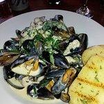 Chicken, mussels and garlic bread