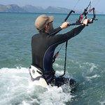 Kitesurfingo klubas Mallorca aitvaras birželio mėnesį su flysurfer aitvarai