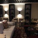 فندق عمان روتانا .. يفوق وصف اجمال و الرقي .. في قاعة روتانا كلب تشعر براحه نفسيه بوجود الاهتمام