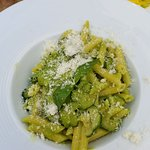 Pesto-zucchini pasta