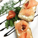 bruschetta salmon & mascarpone