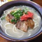 わかなそば 並700円、ストレート麺にあっさり豚骨スープ