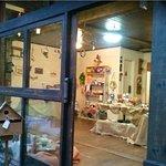 Lindo espaço com exposição e venda de artesanato. Vale muito a pena conhecer!