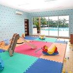 the indoor children play.